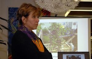 Puutarhuri Pirjo Stykki sanoo, että parvekkeellekin voi perustaa ruukkuviljelmän.