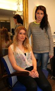 Anniina Pörstin otsaa koristava pieni letti on tehty irtohiussuortuvasta. Suvi Halme kampaisi kevään juhliin lettien lisäksi satumetsän henkeä.