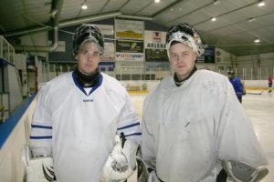 Akaan Kiekon maalia vartoivat Ville Tolonen (vas.) ja Arto Pietiläinen.