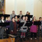 Viialan kirkkokuorossa on iloinen ja rempseä meininki