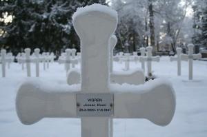 Joonas Vigrenin sankarihautajaiset pidettiin vuonna 1997. Vigren kaatui jatkosodassa.
