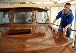 Timo Kielon omistama 9,5-metrinen puuvene Titania on harvinainen näky Toijalan Satamassa, jossa pääosa veneistä on rautaa tai muovia.