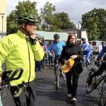 Puoluejohtaja pyöräili Akaaseen