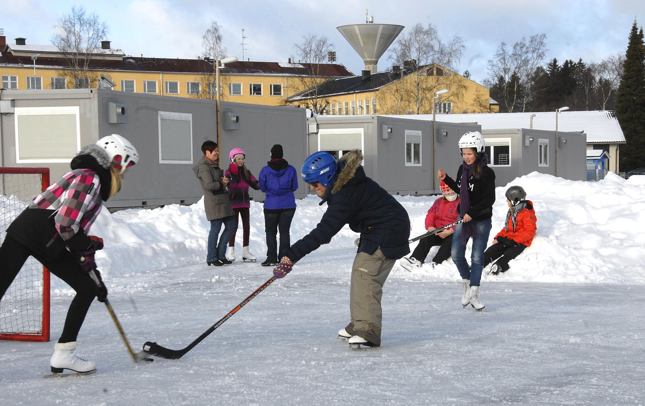 Espanjalaisvieraat tutustuivat lumeen ja suomalaiseen koulujärjestelmään - Akaan Seutu