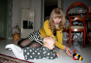 Niina Tapojärvi ei luovu tyylistään edes kotona Anni-vauvan kanssa ollessaan. Remonttipäivinä muotiblogiin päivitettävät ja tarkkaan valikoidut asut vaihtuvat kuitenkin verkkareihin.