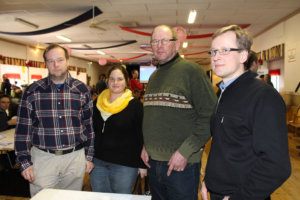 Arto Arola (vas.), Tiina Saarni, Tapani Knuutila ja Lauri Seppälä aikovat paneutua tukipapereihin huolella. Arto Arolan mukaan kaikki vanha on heitetty romukoppaan.