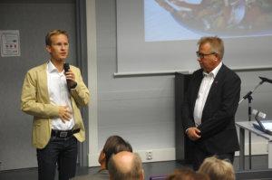 Atte Vadén (vas.) kertoi diabeteksen hoidon tulevaisuuden näkymistä. Timo Rajalan mukaan diabetespropagandaa tulee levittää edelleen.