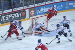 Harri Säteri nousi vuosia sitten pelatun yhden ottelun jälkeen takaisin maajoukkueeseen Helsingin turnauksessa marraskuussa. Nyt Säteri on mukana Leijonissa Tsekeissä ja Moskovassa.