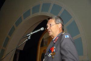 Everstiluutnantti Jukka Salminen kehotti suomalaisia pitämään yhtä.