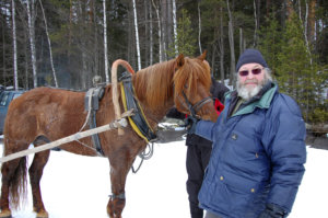 Hevosrekitaksia veti Veksi. Veksiä ohjasti Esko Sirén.
