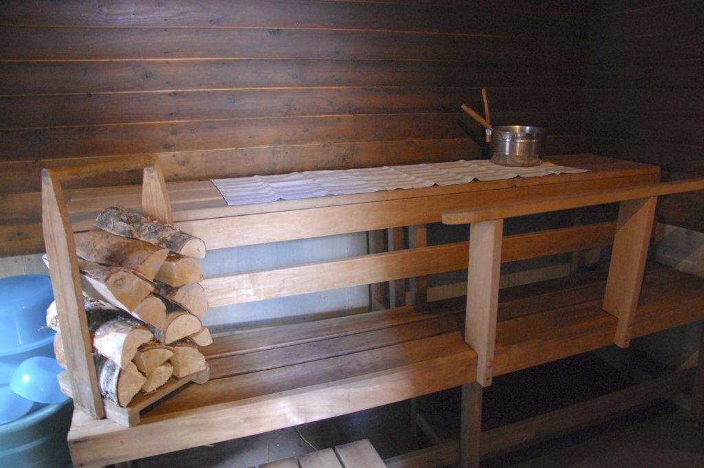 Satu Helinin saunaan on uusittu lauteet.