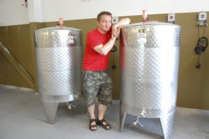 Kimmo Kyllösen mukaan suurissa tankeissa tehdään suuren menekin oluita pienemmissä pieniä erikoiseriä.