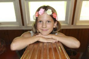 Hulda Kulhia kertoo keksineensä lauluja neljävuotiaasta asti.