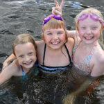 Viileät vedet eivät pieniä uimareita haitanneet