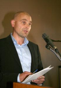 Kaavoituspäällikkö Jyri Sarkkinen aikoo esittää Toijalan asemaa vastapäätä olevan alueen ostamista valtiolta.