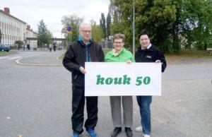Juhlapäivän KOUK-reitille lähdettiin entisen oppilaitoksen tontilta Valkeakoskelta, josta myös ensimmäinen kävelyreitti 50 vuotta sitten lähti kohti Viidennumeroa. Kuvassa vasemmalta Kalervo Rekola, Liisa Sjöblom ja Raija Partio.