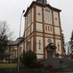 Pohjan Kruunu Oy maalaa Akaan kirkon julkisivut