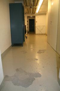 Kirkonkylän koulun kellarissa avatiin ja kuivattiin vuoden 2013 remontissa vain toisessa päässä oleva teknisen työn luokka. Esimerkiksi käytävät jäivät ennalleen.