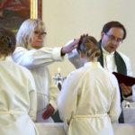Viisi työntekijää siunattiin tehtäviinsä Viialan kirkossa