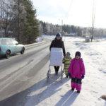 Tienkäyttäjät haluavat kevyen liikenteen väylän Koskenkyläntielle