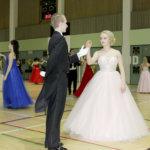 Akaan lukion kakkoset juhlivat tanssien