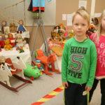 Pajantien päiväkodin näyttelyssä on sadan vuoden lelut
