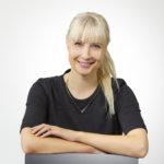 """Perussuomalaisten presidenttiehdokas Laura Huhtasaari: """"Ottaisin tarvittaessa kantaa päivänpolitiikkaan"""""""
