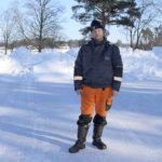 Arto Arola jäädytti Kurisjärvelle luistelukentän yhteiseen käyttöön