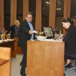 Valtuusto äänesti määräaikaisen kaupunginjohtajan pestistä – Sinivuori voitti Sarkkisen äänin 18–15