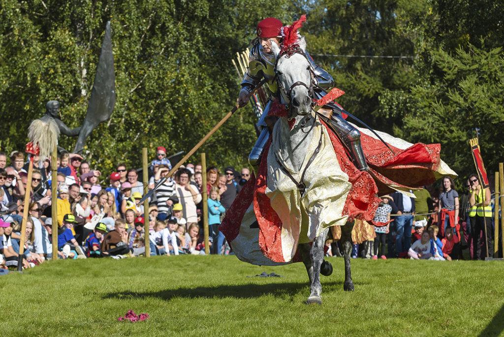 Juhana III:n ritariturnajaiset herättävät keskiajan tunnelman henkiin Laukossa 9.-10. kesäkuuta. (Kuva: Rohan Tallit)