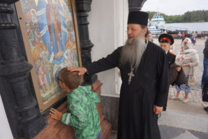Venäjän ortodoksinen kirkko kasvaa koko ajan. Myös lapset tulevat hartaasti jumalanpalveluksiin. Igumeni Fotijin mukaan kirkolla on paljon annettavaa ihmisille.