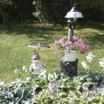 Puutarhaväläys: Lonkkaproteesista syntyi nuppi puutarhatontun sateenvarjoon