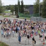 """""""Haluamme pelata ja urheilla!"""" – Viialan yhtenäiskoulun oppilaskunta kutsui sivistysjohtajan perustelemaan liikuntatilojen eväämistä"""