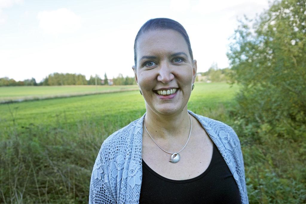 Keskustan puoluesihteeri Riikka Pirkkalainen sanoo, että eduskunnan vapaaehtoisesti jättävät konkarikansanedustajat mahdollistavat uuden vaikuttajapolven esiin nousemisen. Hänen mielestään pitkän päivätyön eduskunnassa tehneitä vastuunkantajia ei voi verrata rottiin, jotka jättävät laivan. (Kuva: Matti Pulkkinen)