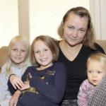 Anniina Joela yhdistää äitiyden ja yrittäjyyden organisoimalla ja isovanhempien avulla