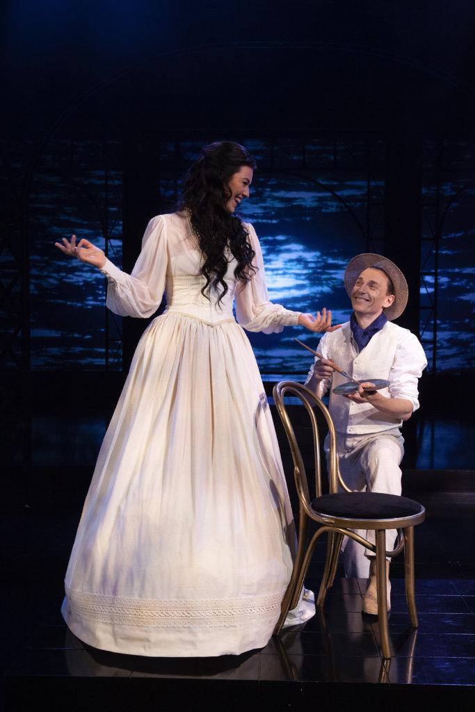 Pia Piltz loistaa Anna Kareninana. (Kuva: Harri Hinkka)