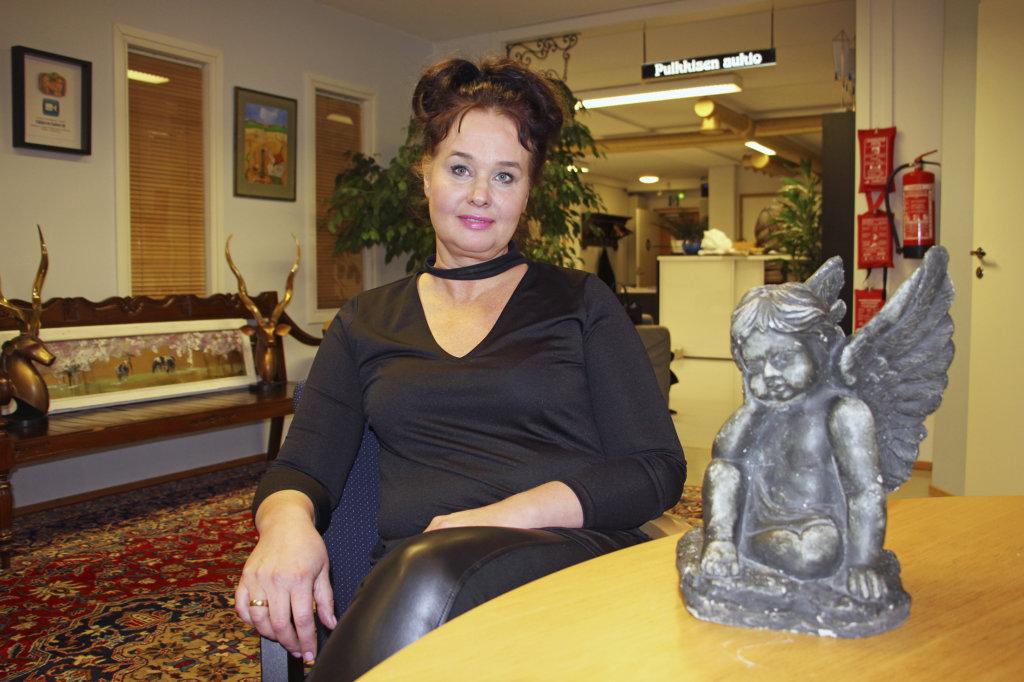 Surututkija Anna Liisa Ahon mukaan esimerkiksi surujärjestöjen verkkosivut ovat tärkeitä vertaistukikohtaamispaikkoja.