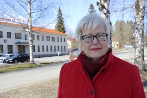 Urjalan elinkeinoasiamies Satu Sarin kehuu kunnan yhteishenkeä, jonka avulla mahdottomatkin asiat muuttuvat mahdollisiksi. Kuva Juha Kosonen.