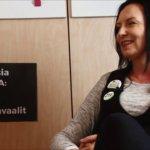 """""""En vie makkaraa lapsen suusta"""" – Vihreiden Tiina Wesslin haluaa ruokapalvelujen valmistavan vaihtoehdoksi kasvisruokaa. Reseptiikka pitää kehittää ja tarjota maukas vaihtoehto."""