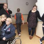 Karpinmäen palvelutalossa viihdytään ja odotetaan pintaremonttia – yhteistyötä yhdistysten ja koulujen kanssa tehtäisiin mielellään enemmän