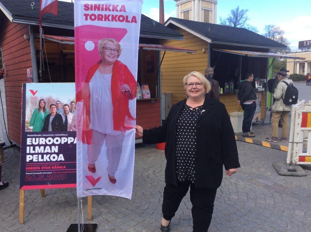 Vasemmistoliiton europarlamentaarikkoehdokas Sinikka Torkkola sanoo Suomen hyötyvän EU-jäsenyydestä hyvin paljon. - Kaikkija etuja emme voi mitata rahassa, hän teroittaa.