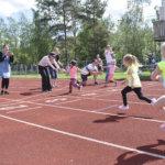 Nuorisokisat toivat Toijalan urheilukentälle iloisia ilmeitä ja reippaita rykäisyjä – Katso ihanat kuvat lasten urheiluriemusta