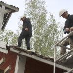 Reserviupseerit korjaavat Iso-Rekolan museoaitan katon – Akaasta puuttuu kotiseutumuseo