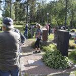 Hautausmaakierrokset ja luonnon kukoistus houkuttelevat kiertelemään puistojen ohella kirkkomailla – Lue pastorin vinkit soveliaaseen hautausmaalla liikkumiseen
