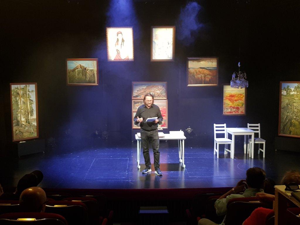 Näytelmäkirjailija ja ohjaaja Panu Raipia odottaa paljon tekemältään Vilpitön mieli -komedialta. Hän on vakuuttunut, että teos on menestys. (Kuva: Matti Pulkkinen)