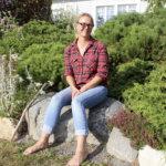 Puutarhasarja Ihan pihalla: Tipurin savipellosta tuli monien muotojen puutarha – naapurit antoivat Mialle lempinimen Saksikäsi-Kylén