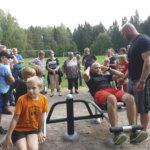 Bull Mentula jätti kyläjuhlat väliin – Tarttilan urheilukentällä muisteltiin muita mörssäreitä ja kuntoiltiin velipoika Viikingin johdolla