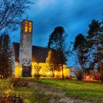 Viialan kirkon 70-vuotisjuhla siirtyy koronaviruksen takia – Lähitulevaisuuden leirit, retket, konsertit ja yleisötilaisuudet perutaan
