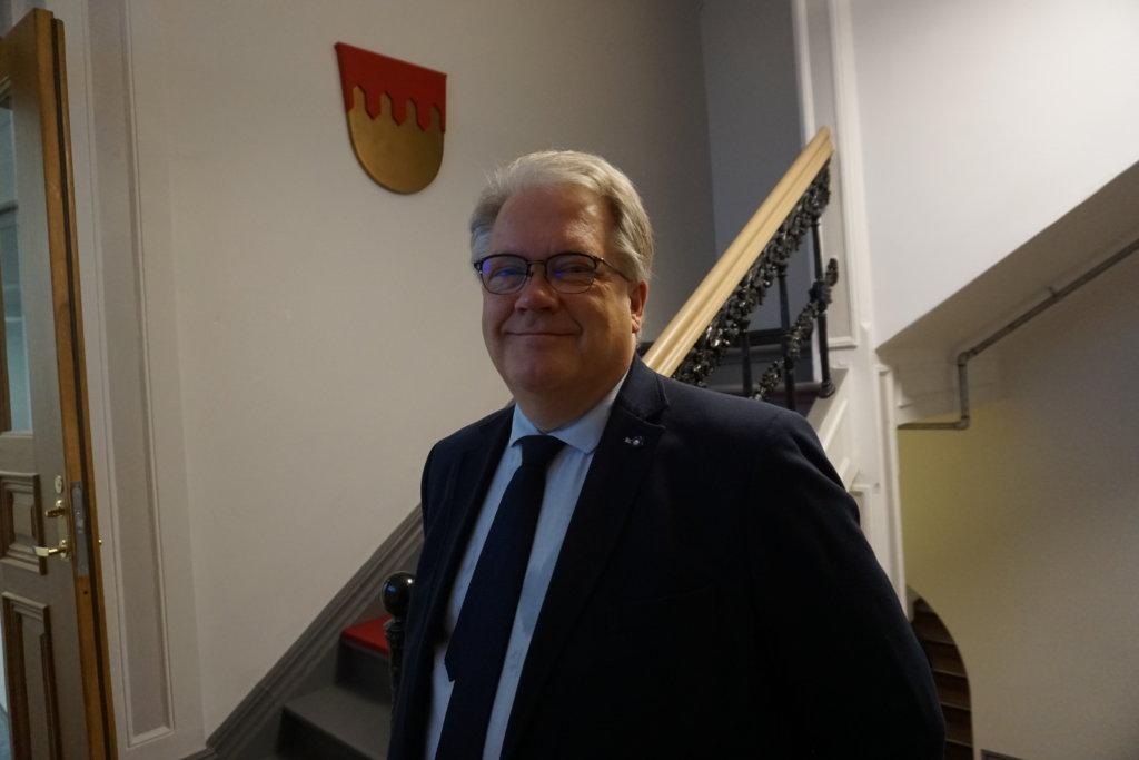 Maakuntajohtaja Esa Halme arvostaa puolueiden vapaaehtoisesti perustamaa valmisteluryhmää. Se on hyvä apu valmistelulle. (Kuva: Matti Pulkkinen)