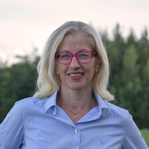 Psykologi Pirjo Latvanen korostaa, etteivät parhaillaan julkisuudessa pyörivät verotiedot kerro juuri mitään puheena olevista ihmisistä.